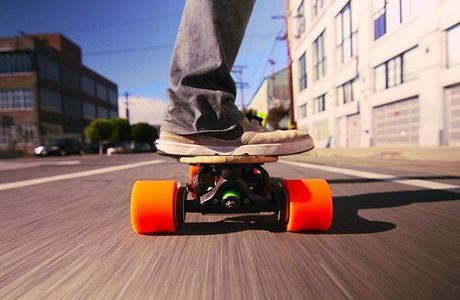 4 Important Factors to Pay Attention to When Buying an Electric Skateboard