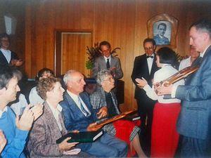 En conversation avec Pierre et Nadia Scarsini - La remise des cadeaux de départ en retraite par les résidents et le personnel du Centre Saint-Martin (Juin 1992).