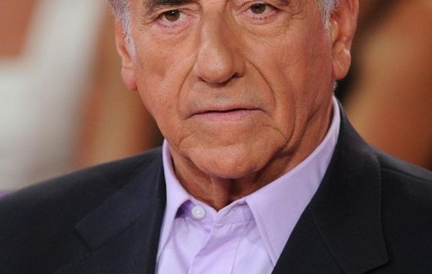 Jean-Pierre Elkabbach perd son interview politique sur Europe 1, Fabien Namias le remplace et devien directeur de l'information