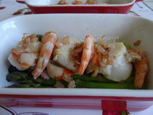cassolettes d'asperges vertes fraîches aux noix de Saint-Jacques et crevettes gratinées à la crème épaisse -LIGHT-