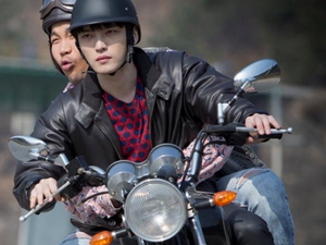Plus: http://www.dramabeans.com/2014/04/jaejoongs-first-stills-as-a-gangster-in-triangle/