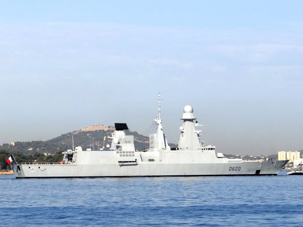 FORBIN , D620 , Frégate anti aérienne  rentrant au port de Toulon le 30 aout 2017