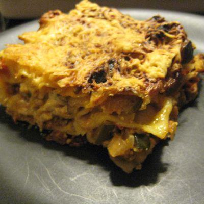 Un bon plat de lasagnes avec pleins pleins de légumes