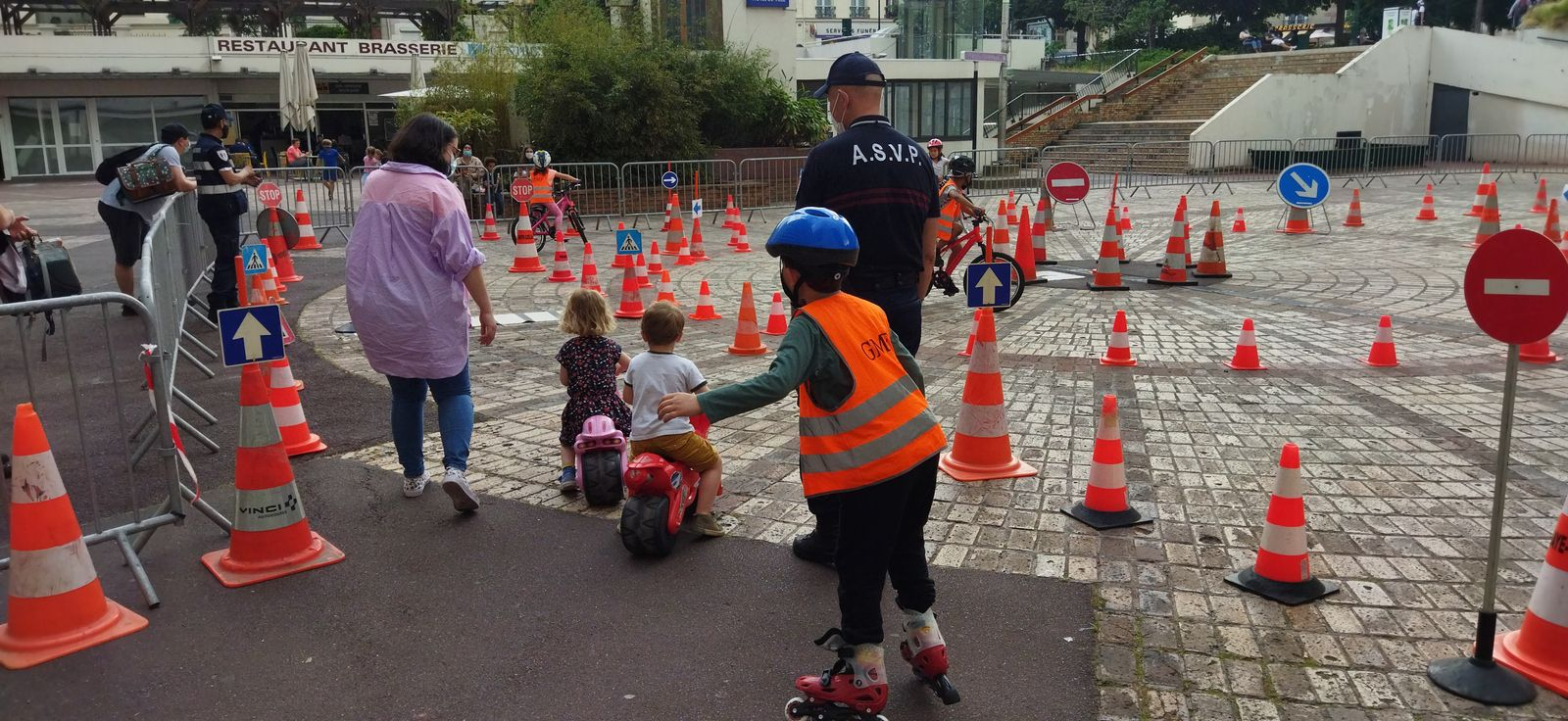 Journée sécurité routière du 5 juin place Henri Neveu 10H 17H : voiture tonneau, casques de réalité virtuelle, atelier MDB...