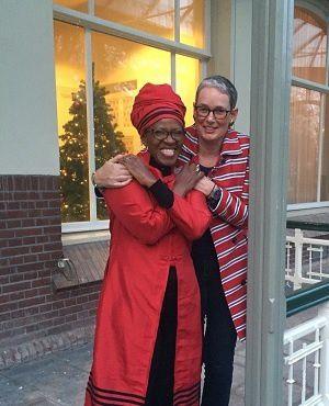 Sudáfrica: la hija del arzobispo anglicano Desmond Tutu obligada a renunciar al clero tras casarse con una mujer..