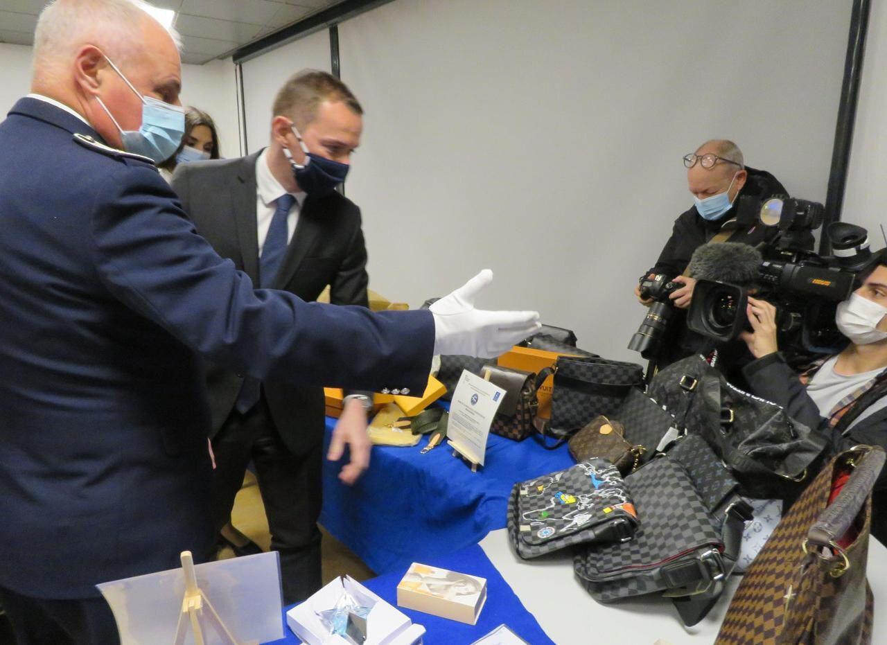 Masques, hydroxychloroquine, rasoirs, la contrefaçon explose à l'aéroport de Roissy pendant la Covid-19 !