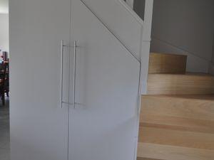 REALISATION D'UN ESCALIER AVEC RANGEMENT INTEGRE: changement de la première volée et aménagement d'un placard vestiaire sous l'escalier