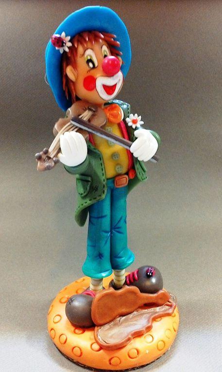 Clown violoniste en porcelaine froide