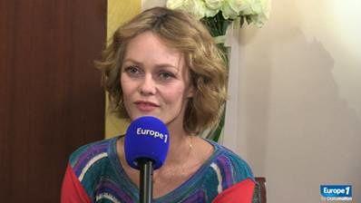 """Vanessa Paradis, sur Europe 1 : """"Un air un peu froid ? Je me protège."""""""