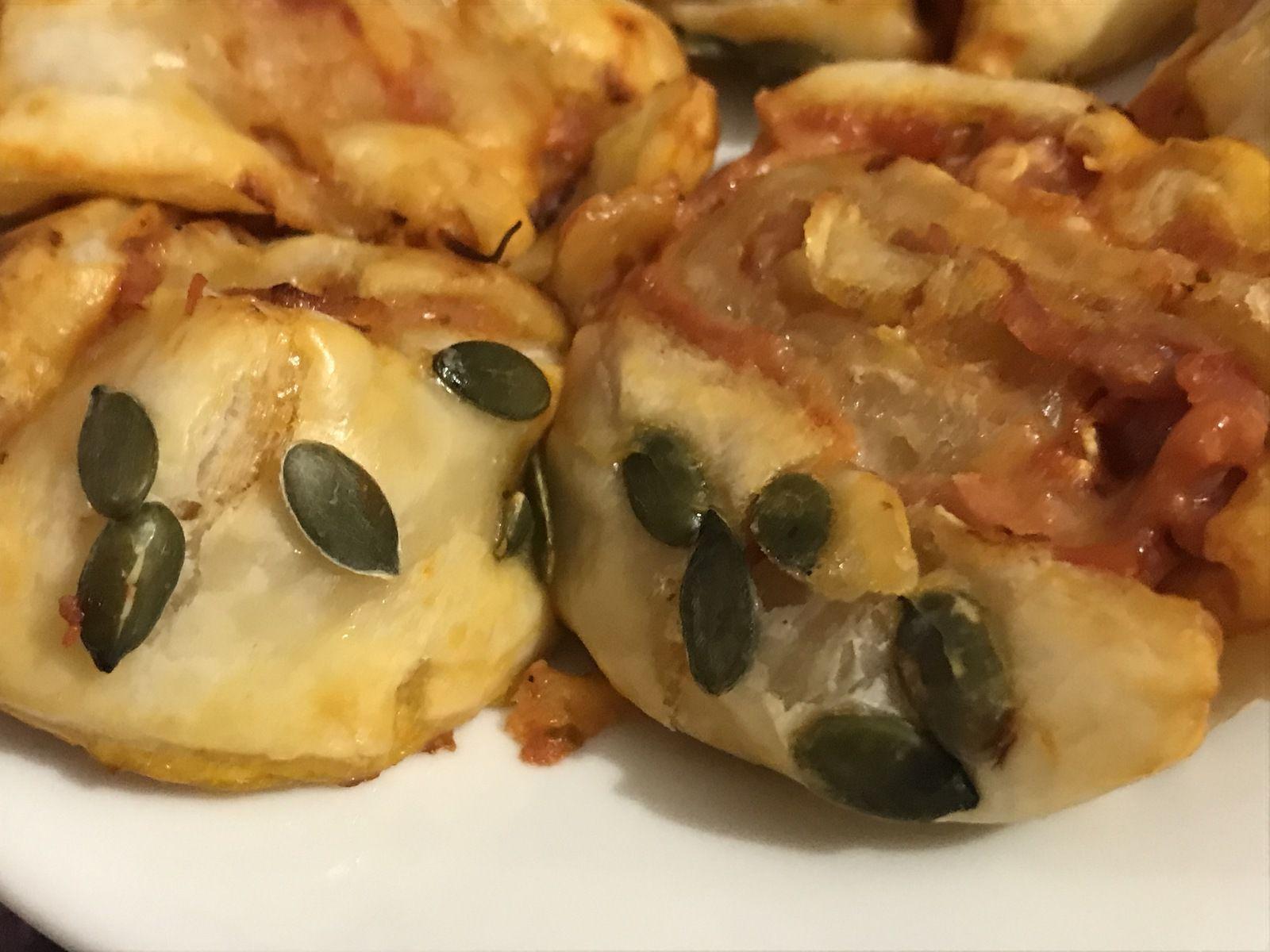 Rouleau au jambon cru, tomate, munster, emmental et graines de courges
