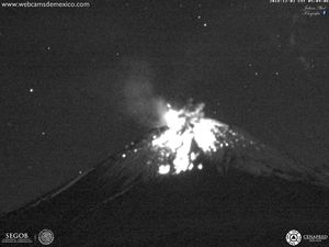 Popocatépetl - explosion of 02.12.2018 at 5:09 - 5h10 - webcamsdeMexico - a click to enlarge