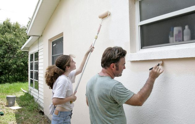 Roller Painting vs Spray Painting – Which One is the Best?