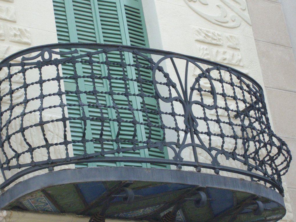 reportage ,rencontre de dentellières en Espagne 2010 , plus d'un milliers de dentellières sur les ramblas de Badalona (barcelona),une exposition dans une maison de la pêche, des balcons en fer forgés
