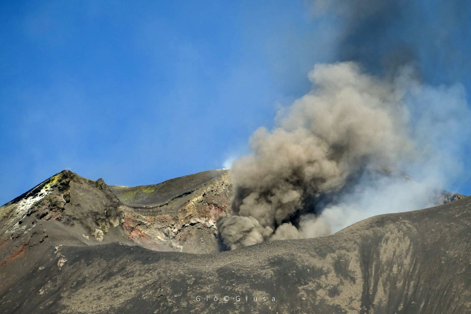 "Etna - 23.10.2020 - activity of the ""mouth of the Saddle"" / NSEC - photo Gio Giusa"