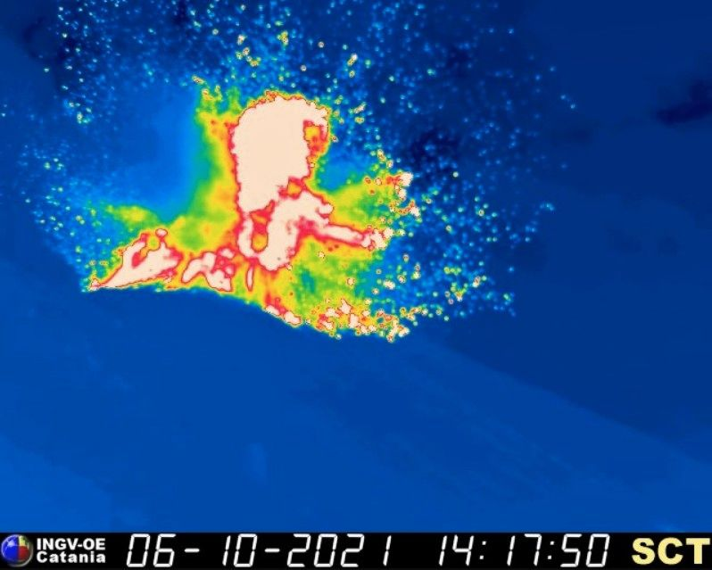 Stromboli - 06.10.2021 / 14:17 the explosion with the thermal camera - INGV webcam therm. TBS