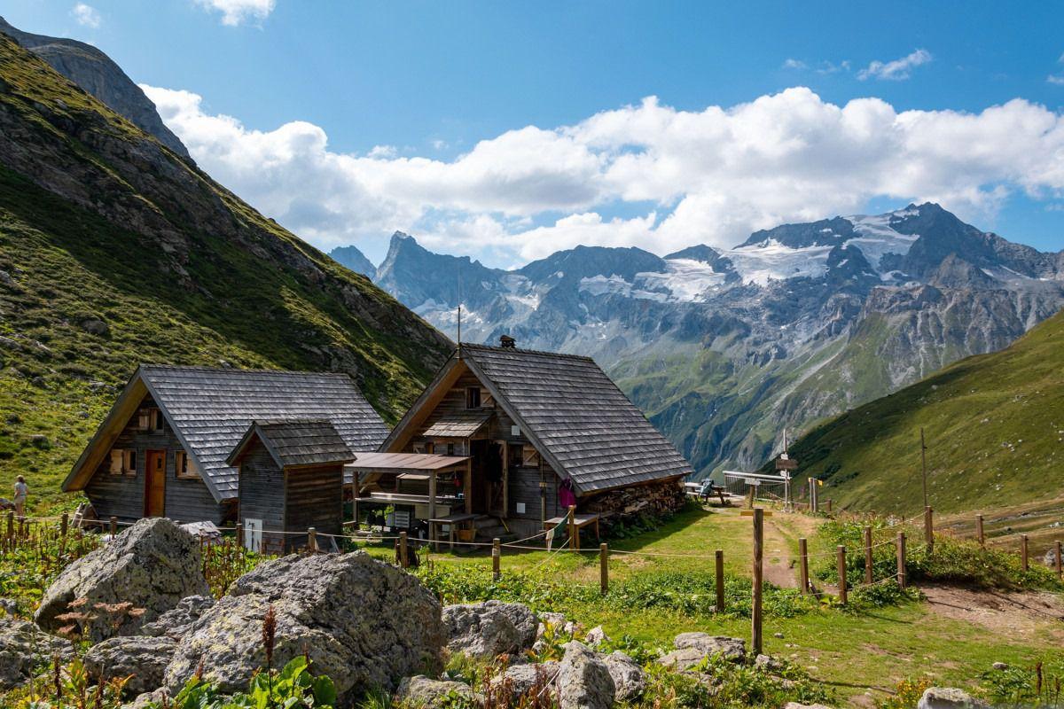 Refuge de montagne perché dans un vallon verdoyant & sauvage