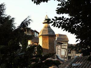 La Vierge au rognon, la chapelle Saint Aurélien et son superbe clocher en châtaigner.
