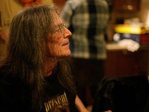 Roger trigaux, il fut le membre fondateur d'univers zero pour les deux premiers albums et fonde le groupe present