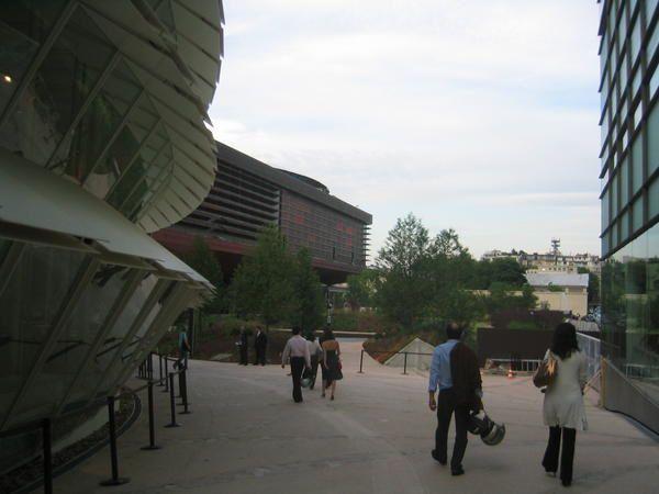Jean Nouvel, architecte Photos:©Emmanuel CRIVAT Le musée du quai Branly présente des collections d'objets des civilisations d'Afrique, d'Asie, d'Océanie et des Amériques.