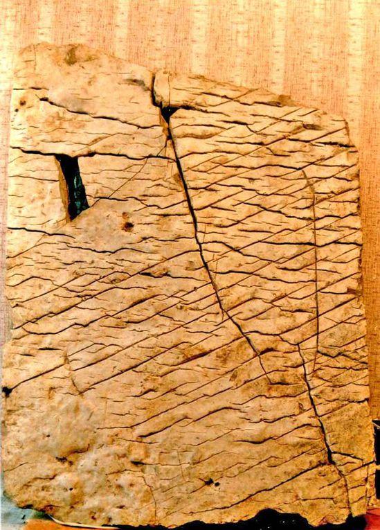 Vieille de 120 millions d'années, la pierre de Dashka, découverte en 1999, révèle un passé hautement civilisé