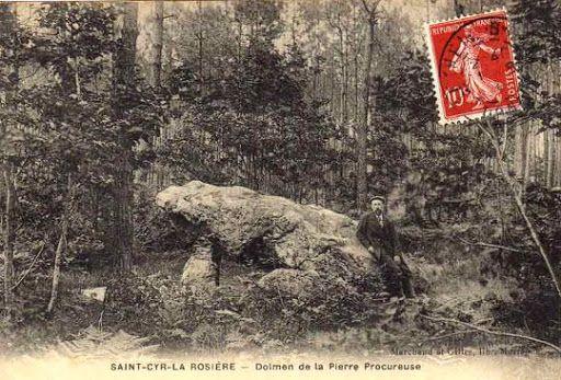 Dolmen de la Pierre Procureuse, Saint-Cyr-la-Rosière (61)