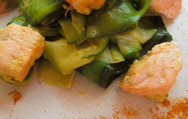 Tagliatelles de courgettes au saumon et curcuma