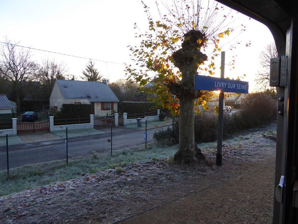 En passant à la gare de Livry-sur-Seine, le soleil matinal nous accompagne... Peu avant 9 heures, arrivée à Champagne-sur-Seine.