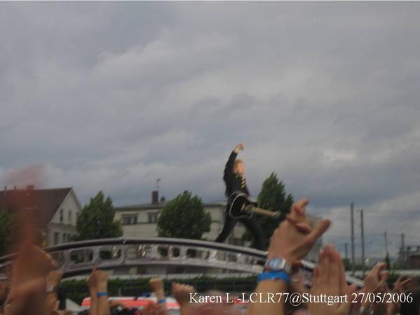 """<p><span style=""""FONT-SIZE: 9pt; COLOR: teal; FONT-FAMILY: Arial"""">Photos prises par Ch'tite K.lors du concert de Stuttgart - Allemagne 27 mai 2006 à l'occasion du Have a nice Day Tour. <p></p> </span></p> <p><span style=""""FONT-SIZE: 9pt; COLOR: teal; FONT-FAMILY: Arial"""">Karen <a href=""""mailto:L.-LCLR77@Stuttgart""""><span style=""""COLOR: teal"""">L.-LCLR77@Stuttgart</span></a> 27/05/2006</span></p>"""