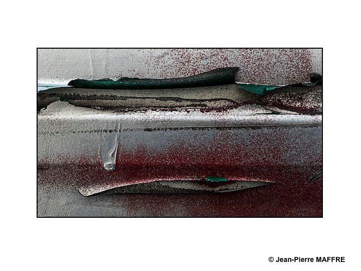 Quand la peinture des tags vieillit mal, un banal gribouillage peut prendre une toute autre apparence.