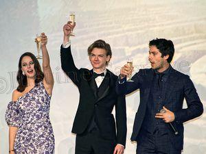 Dylan O'Brien, Thomas Brodie-Sangster et Kaya Scodelario sabrent le champagne au cinéma le Grand Rex !