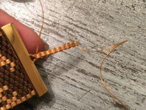 Je réalise un bracelet en tissage peyote