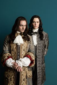 "Versailles, la série : Louis XIV, souverain ""barock'n'roll"" ?"