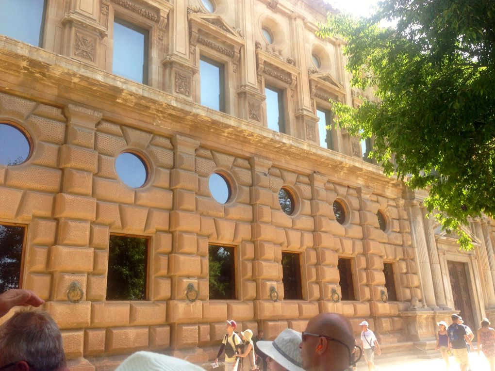 Palais de Charles Quint (2 photos)
