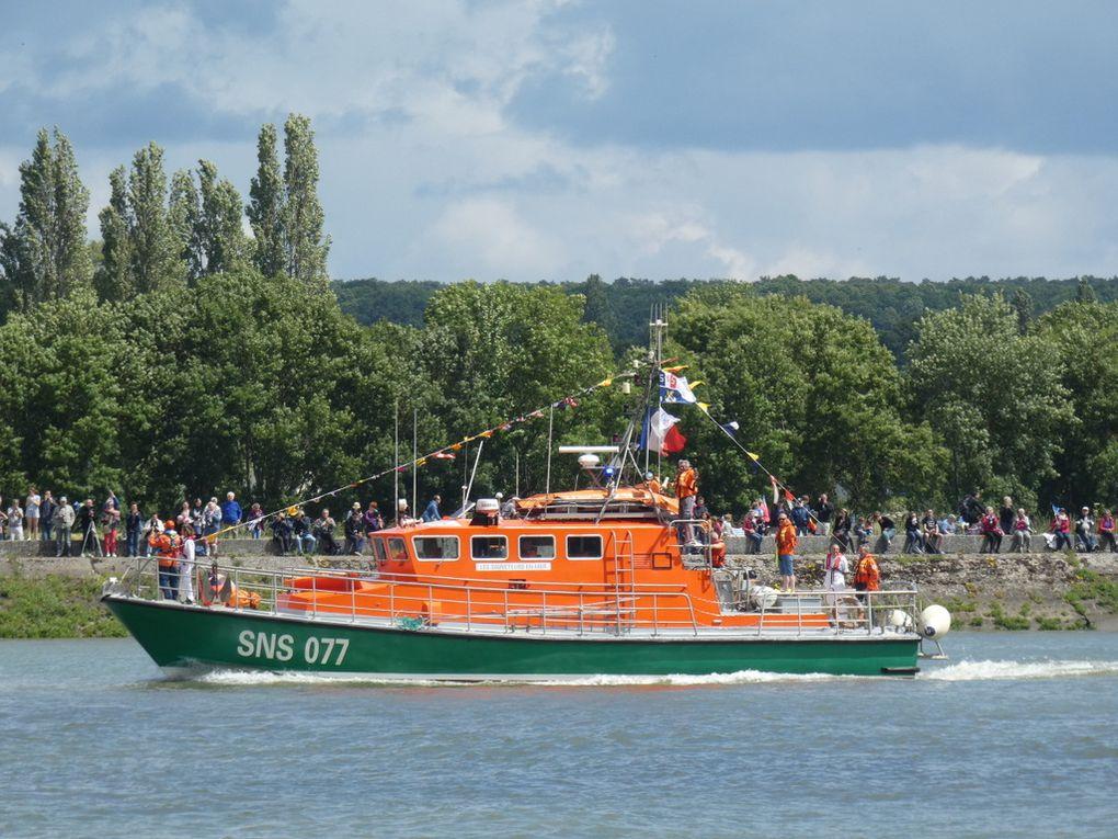NOTRE DAME du RISBAN , SNS 077 , sur la Seine au passage de la commune de la BOUILLE  le 16 juin 2019