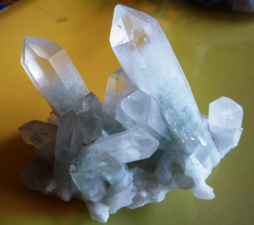 Des minéraux trouvés et achetés comme la fluorite de Rogerley.
