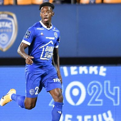J22 Ligue 2 BKT : l'ESTAC conserve son fauteuil de leader