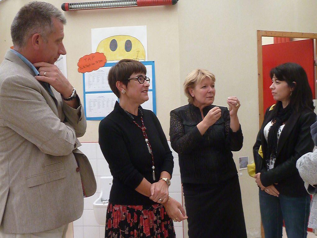 Sur la photo la dame avec les lunettes est la directrice d'Emile Combes. Ci-après un tableau de présentation de cette Unité d'Enseignement Maternel.