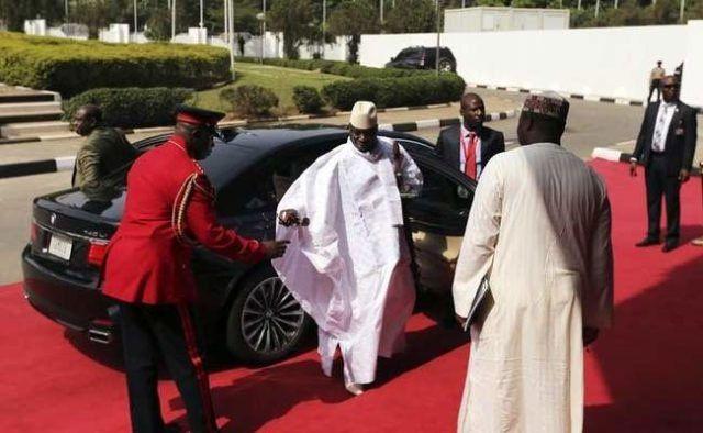 África Occidental logra desalojar del poder a un dictador sin derramar una gota de sangre.