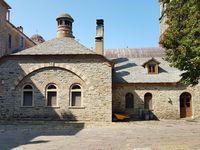 Le monastère d'Iviron avec une photo de la relique sainte