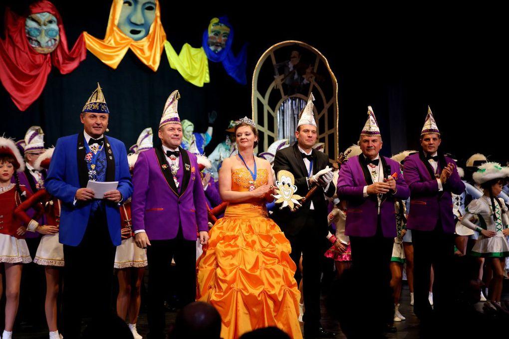 Veitshöchheimer Carneval-Club zündete ein sechsstündiges Feuerwerk der guten Laune - Fulminante erste Prunksitzung
