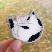 Badge chat brodé : le modèle à télécharger - Saxe