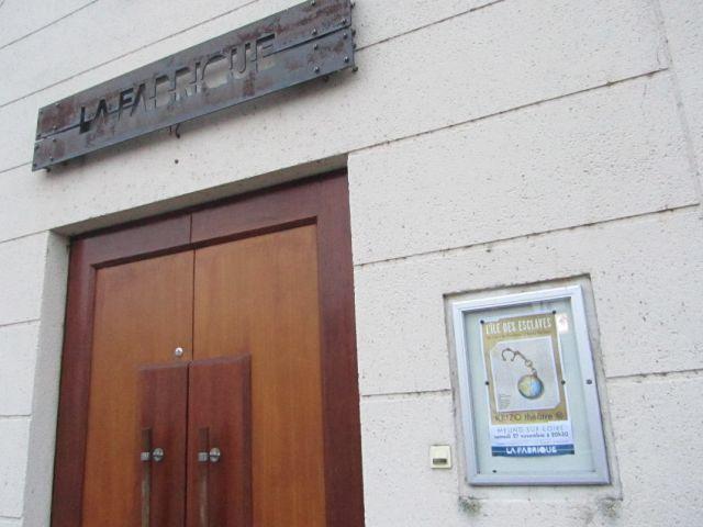 Représentation à La Fabrique http://www.obiwi.fr/culture/spectacles-vivants/88677-krizo-theatre-l-ile-des-esclaves-de-marivaux-a-la-fabrique-de-meung-sur-loire