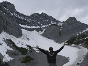 Hiking in Banff National Park at the C Level Cirque (1920m), 455m elevation in 4km for an awesome view at the top !!!
