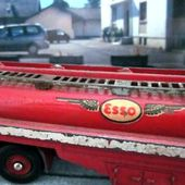 TRACTEUR PANHARD MOVIC SEMI REMORQUE CITERNE ESSO DINKY TOYS 1/60. - car-collector.net: collection voitures miniatures