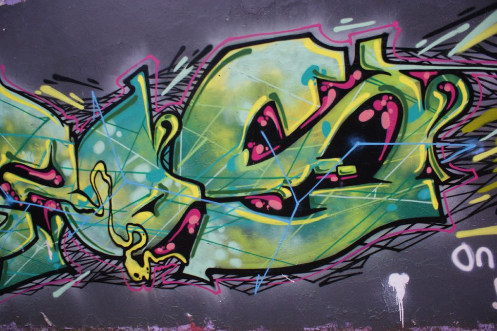 Album - Graffitis-Caserne-NIEL-Bordeaux-Tom-004
