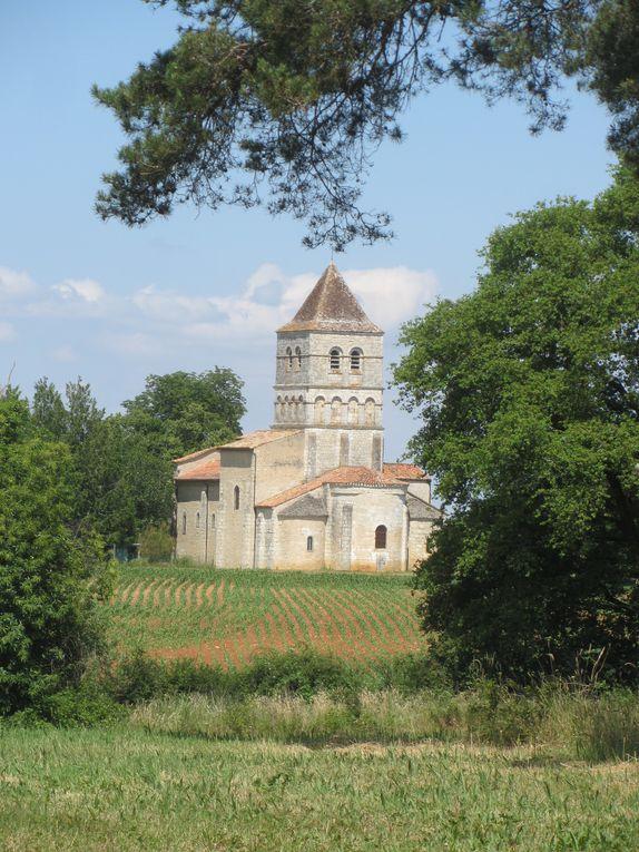 Et une carte postale d'une chapelle romane du 12 ème siècle.
