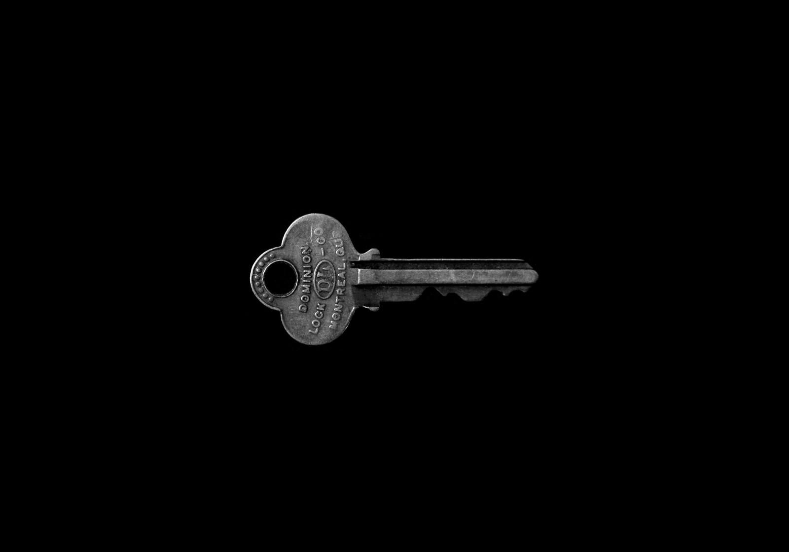 Know Why You Should Hire An Emergency Locksmith Service
