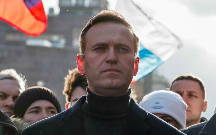 Alexeï Navalny piège un officier présumé du FSB