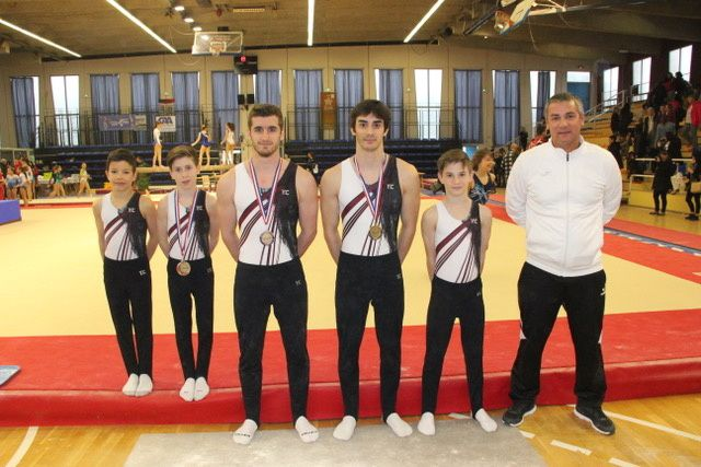 Les cinq gymnastes présents en Avignon - Photos : © CMOV Gymnastique danse et trampoline
