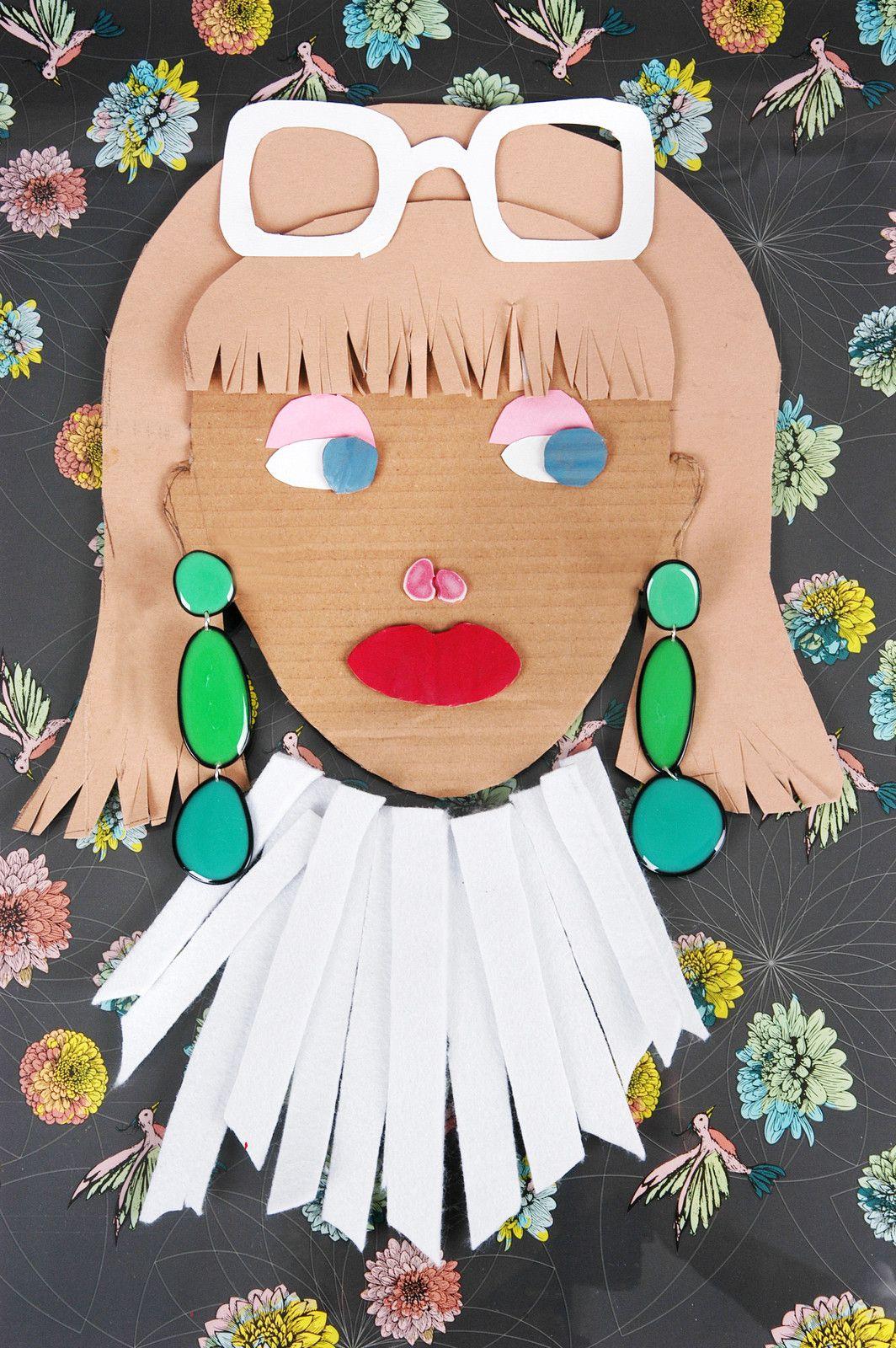 Unikat-Pendel-Ohrringe aus Resin und Draht in drei verschiedenen Grüntönen von Edna Mo.